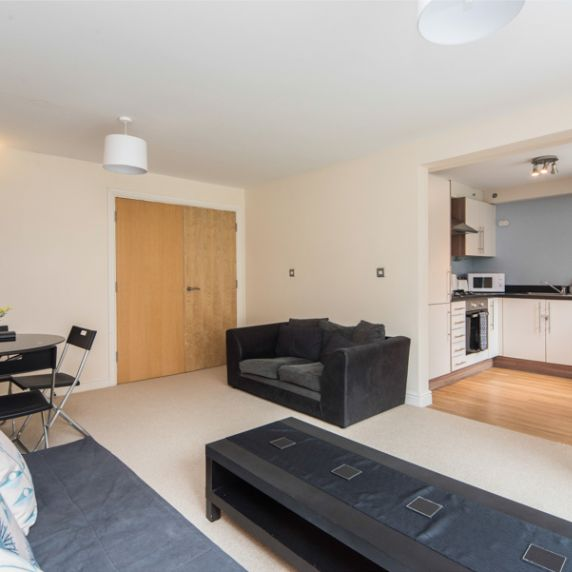 Central 2 Bedroom Apartment with Parking